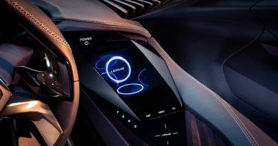 レクサスが2025年までの全車電動化を発表